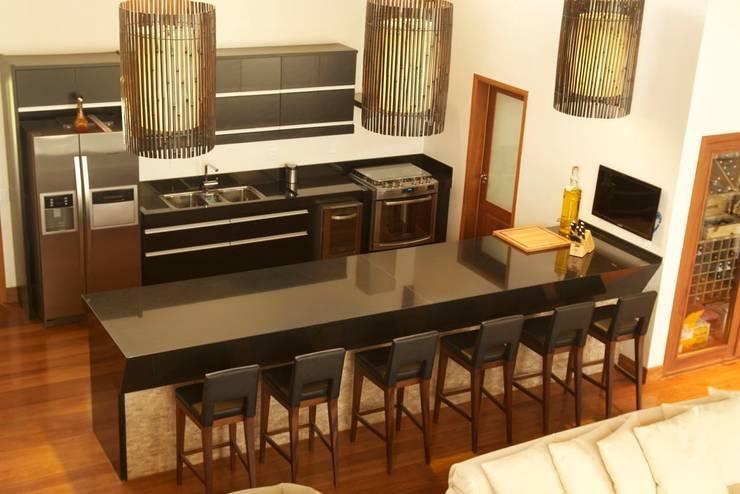 Cocinas de estilo rural por Spazhio Croce Interiores