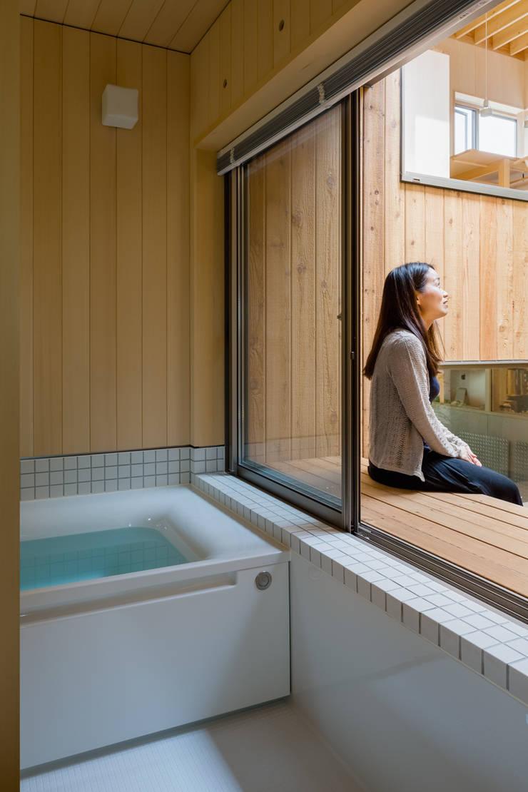 Ванные комнаты в . Автор – 株式会社リオタデザイン, Модерн