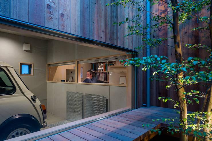 Garage/shed by 株式会社リオタデザイン