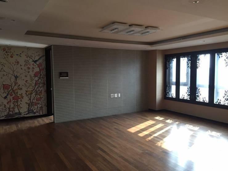거실 (Before): 1204디자인의 미니멀리스트 ,미니멀