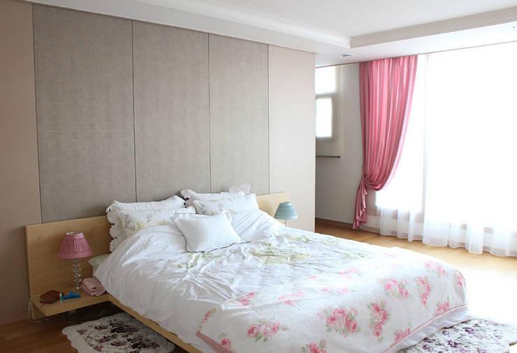 Camera da letto in stile  di 모린홈