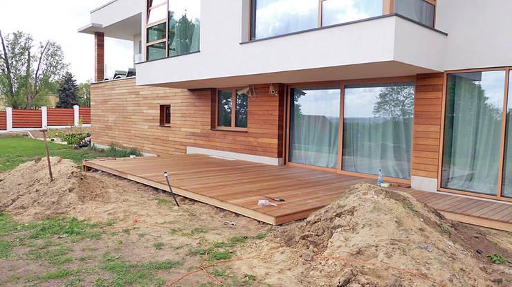 Taras drewniany w Cigacicach wykonany z drewna Bangkirai.: styl , w kategorii  zaprojektowany przez PHU Bortnowski