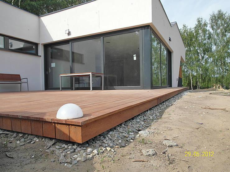 Taras drewniany i elewacja drewniana. Realizacja w Rybniku.: styl , w kategorii  zaprojektowany przez PHU Bortnowski