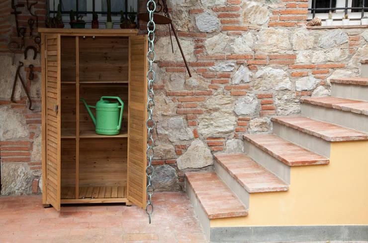 Armadio da giardino Solido by Jarsya: Giardino in stile  di Onlywood.it