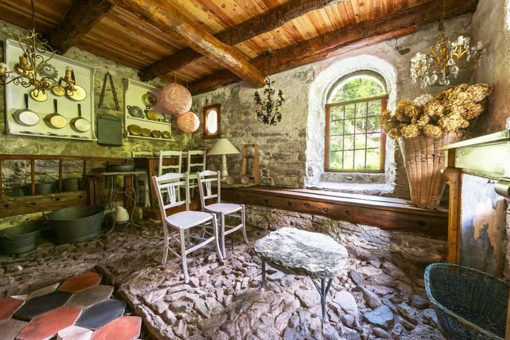 Mondomathis Maison Brocante: Cantina in stile  di PaoloNet di Paolo Brignone