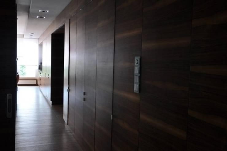 apartament w Poznaniu: styl , w kategorii Korytarz, przedpokój zaprojektowany przez ENDE marcin lewandowicz,Minimalistyczny