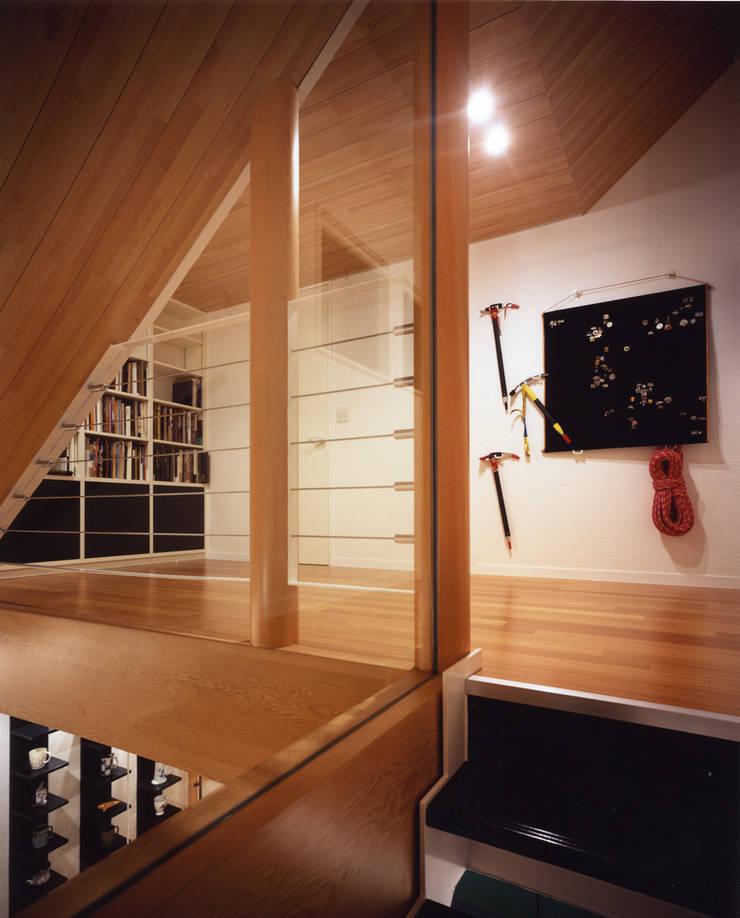 蓼科の家: 加藤將己/将建築設計事務所が手掛けたインテリアランドスケープです。