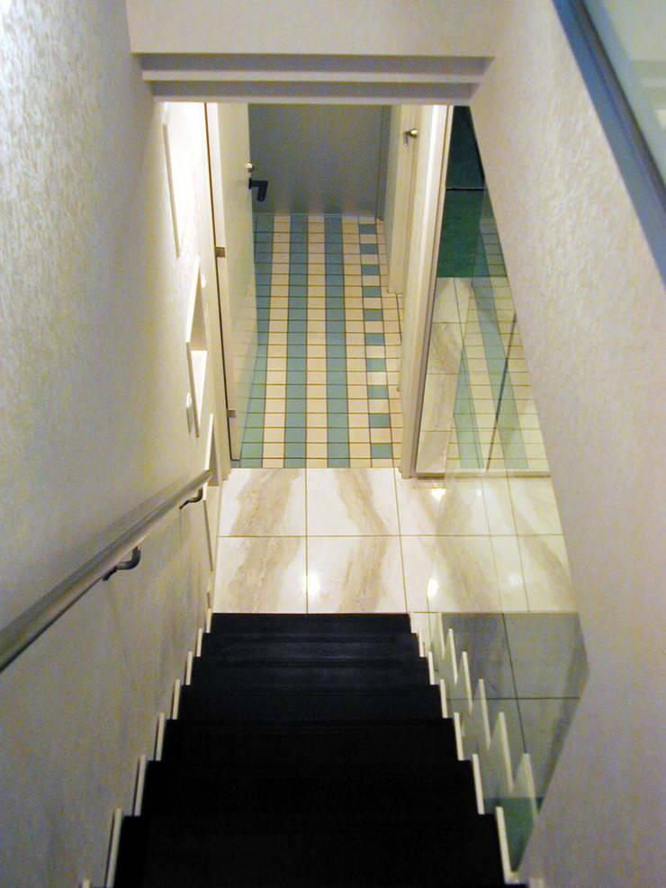 Corridor & hallway by 加藤將己/将建築設計事務所, Modern