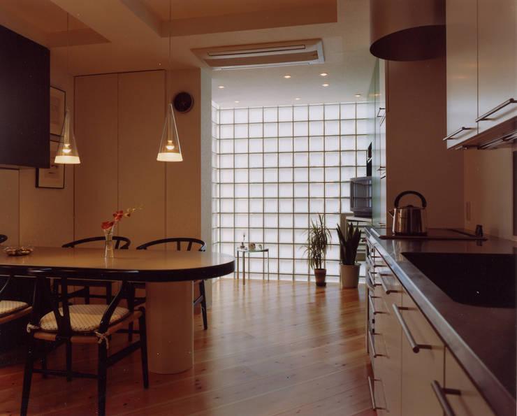 Living room by 加藤將己/将建築設計事務所, Modern