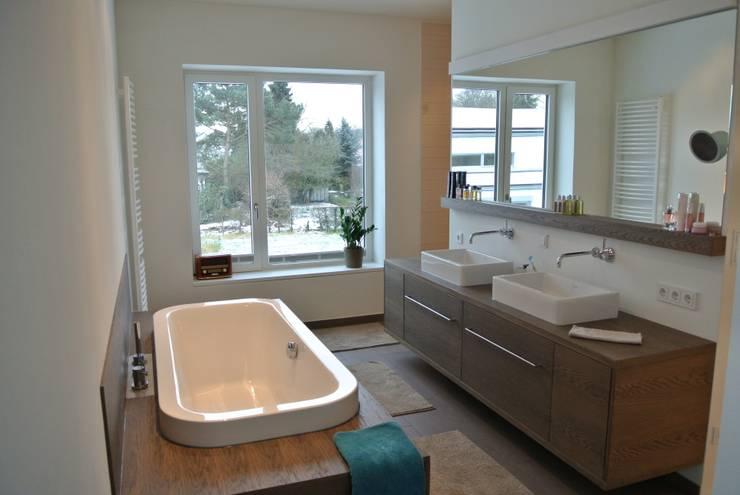 HROO :  Badezimmer von kbg architekten