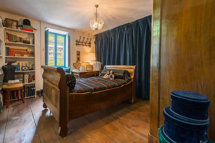 Mondomathis Maison Brocante: Camera da letto in stile  di PaoloNet di Paolo Brignone