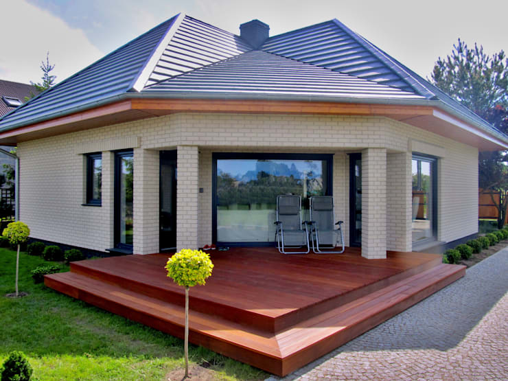 Taras przy domku letniskowym: styl , w kategorii Taras zaprojektowany przez Tarasy-drewniane- Dorota Maciejewska,Rustykalny