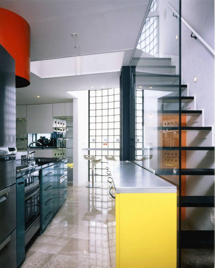 アンダンテの家: 加藤將己/将建築設計事務所が手掛けたキッチンです。