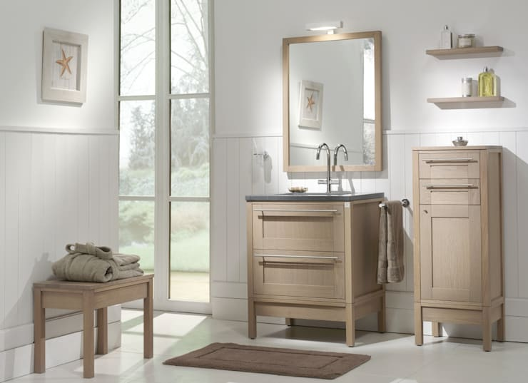 Badmöbel aus Eichenholz im Landhausstil:  Badezimmer von F&F Floor and Furniture