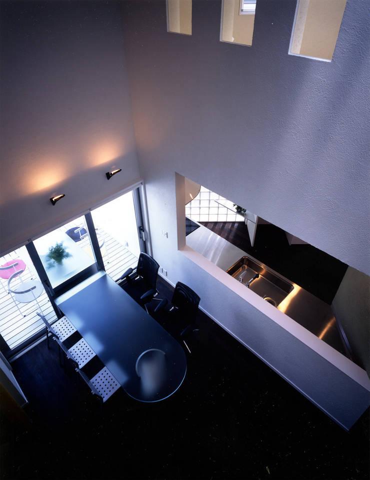 大田原の家: 加藤將己/将建築設計事務所が手掛けたリビングルームです。