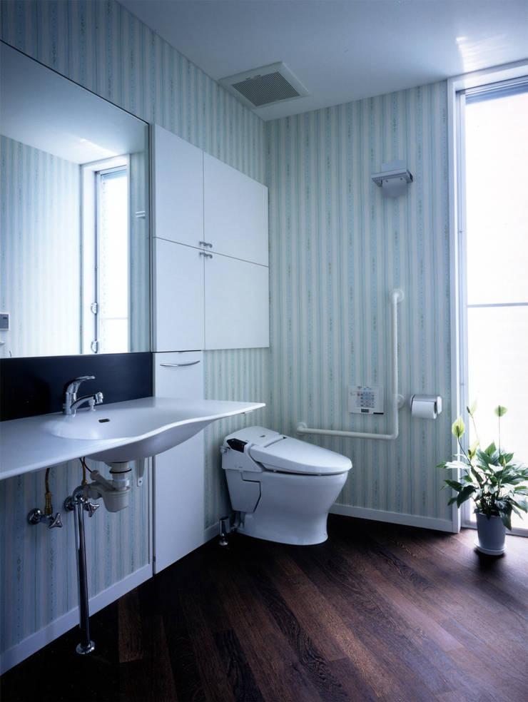 大田原の家: 加藤將己/将建築設計事務所が手掛けた洗面所&風呂&トイレです。