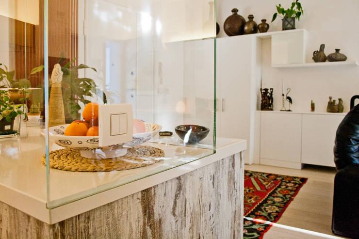 Salas / recibidores de estilo  por GHINELLI ARCHITETTURA