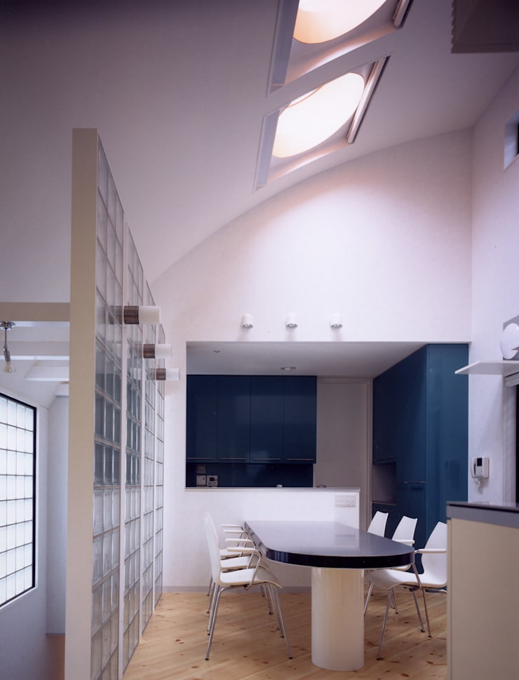 鮮やかなグリーンのキッチン: 加藤將己/将建築設計事務所が手掛けたキッチンです。