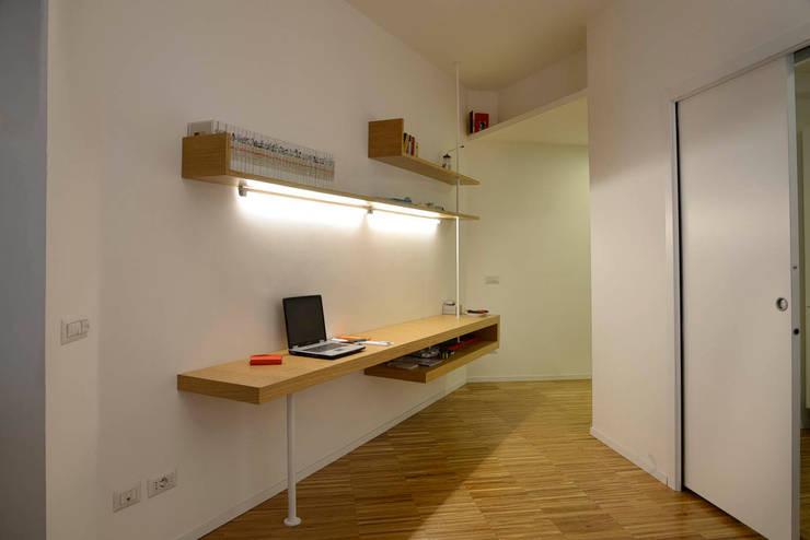 Oficinas de estilo  por studio di architettura Comes Del Gallo