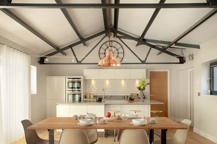 The Cow Shed Barn Conversion Kitchen: classic Kitchen by in-toto Kitchens Design Studio Marlow