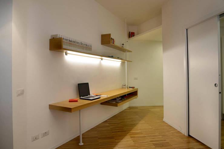 casa in via di Valle Corteno: Studio in stile  di studio di architettura Comes Del Gallo