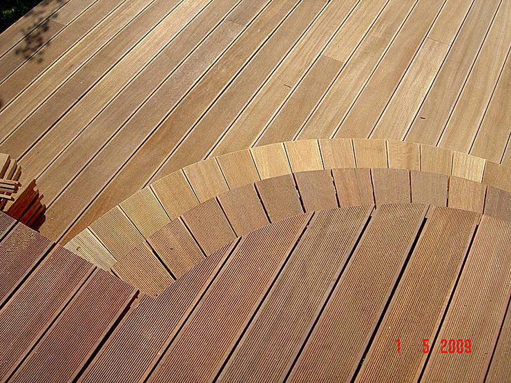 Taras drewniany. Realizacja w Żarach.: styl , w kategorii  zaprojektowany przez PHU Bortnowski