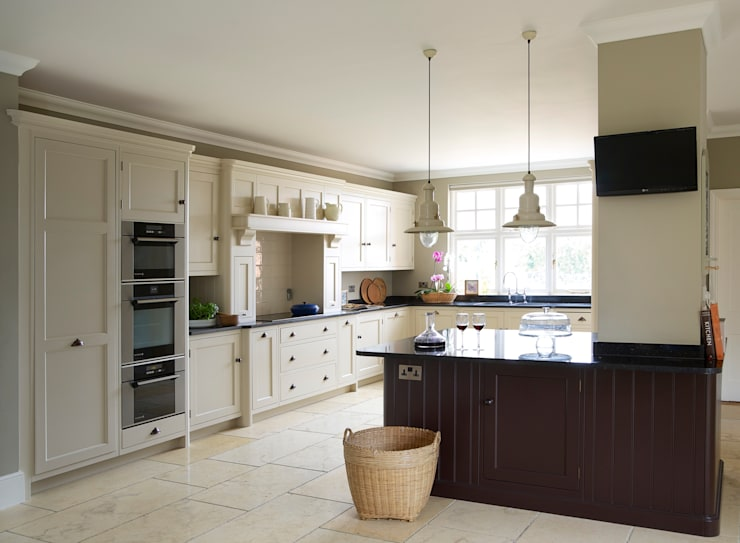 Brewer's House | Stunning Light and Airy Kitchen:  Kitchen by Humphrey Munson
