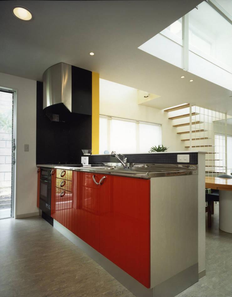 王禅寺の家: 加藤將己/将建築設計事務所が手掛けたキッチンです。