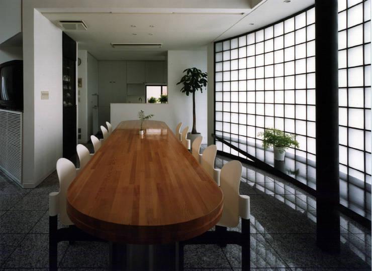休止符の家: 加藤將己/将建築設計事務所が手掛けたダイニングルームです。