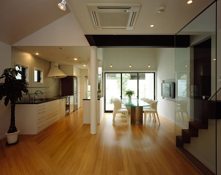 西落合の家: 加藤將己/将建築設計事務所が手掛けたリビングルームです。
