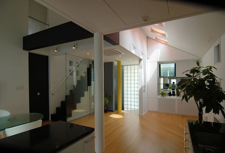 西落合の家: 加藤將己/将建築設計事務所が手掛けた玄関&廊下&階段です。