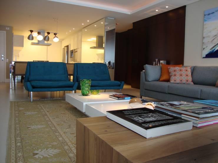 Apartamento Beira Mar: Salas de estar  por Geraldo Brognoli Ludwich Arquitetura