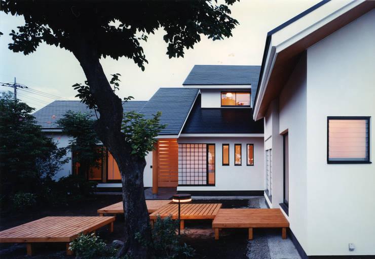 禅次丸の木のある家: 加藤將己/将建築設計事務所が手掛けた家です。
