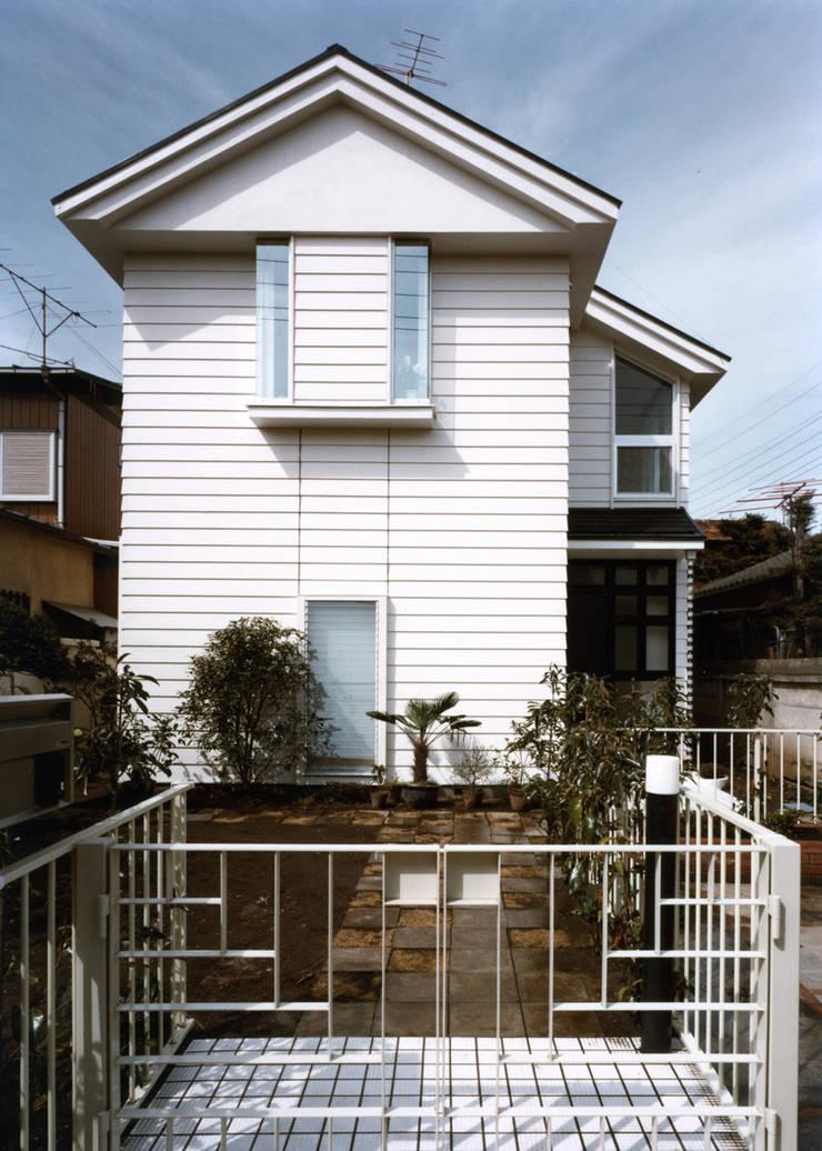 府中の家: 加藤將己/将建築設計事務所が手掛けた家です。,モダン