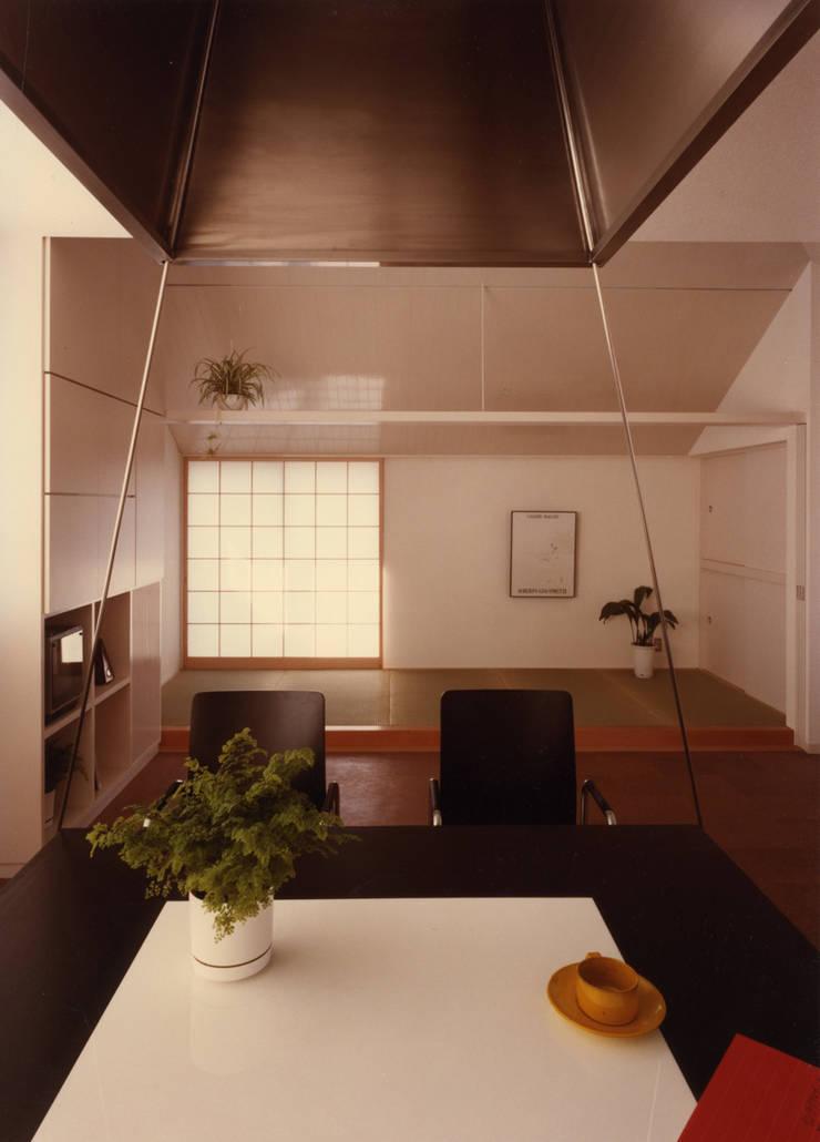 府中の家: 加藤將己/将建築設計事務所が手掛けた現代のです。,モダン
