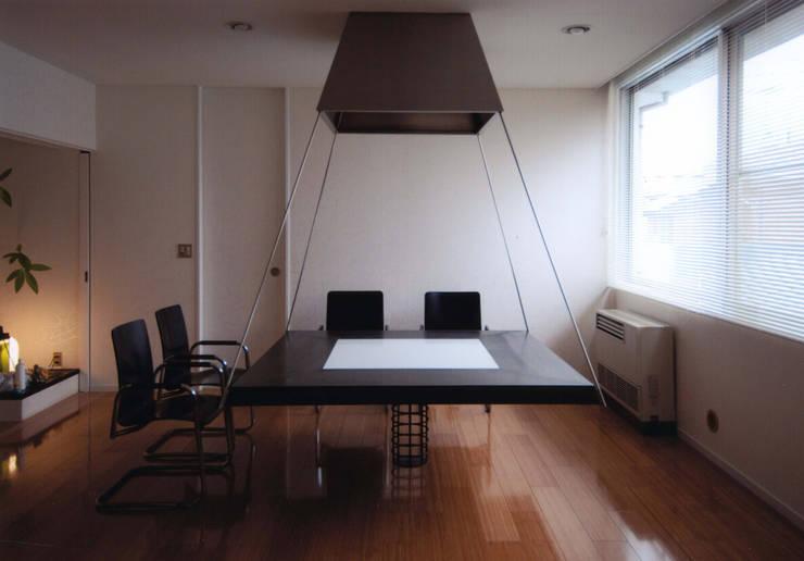 府中の家: 加藤將己/将建築設計事務所が手掛けたダイニングルームです。