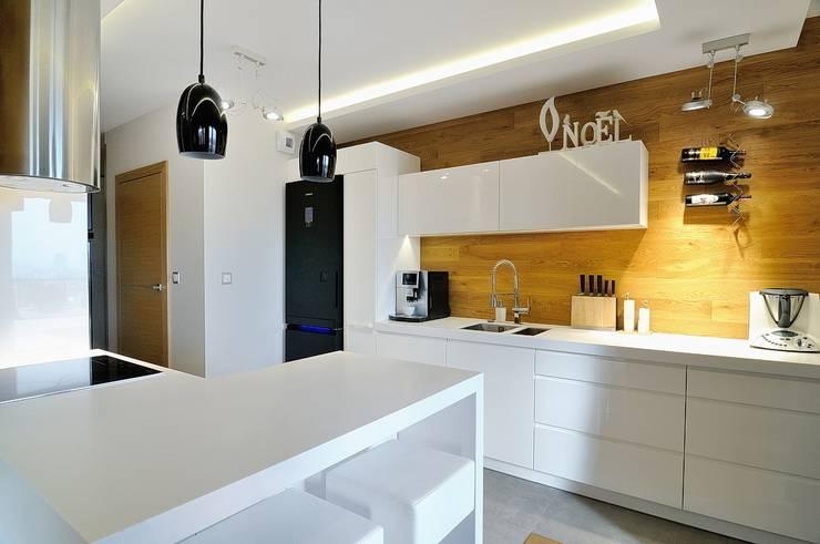 Beton udomowiony – czyli nowoczesne mieszkanie w Krakowie.: styl , w kategorii Kuchnia zaprojektowany przez ARTEMA  PRACOWANIA ARCHITEKTURY  WNĘTRZ