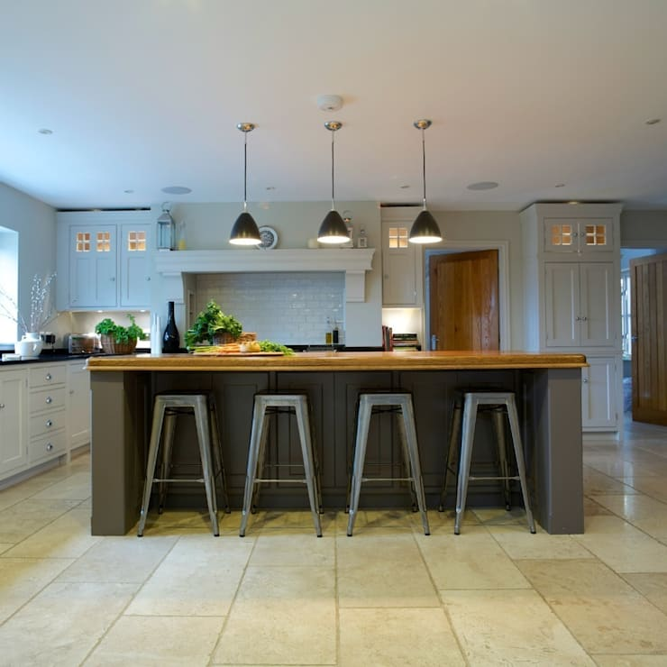 Chadwick House | Grey Painted Contemporary Country Kitchen:  Kitchen by Humphrey Munson
