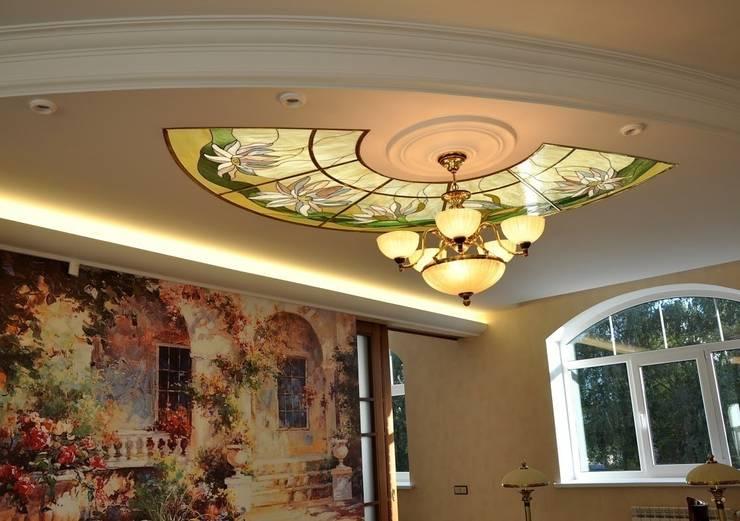 Paredes y pisos de estilo  por Витражная мастерская 'Гранат'