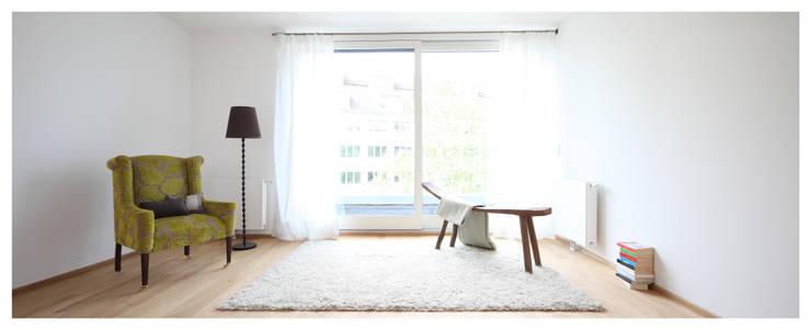 Wohnzimmer: moderne Fenster & Tür von homify