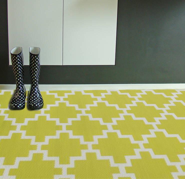 minimalistic Corridor, hallway & stairs by RUGit Store