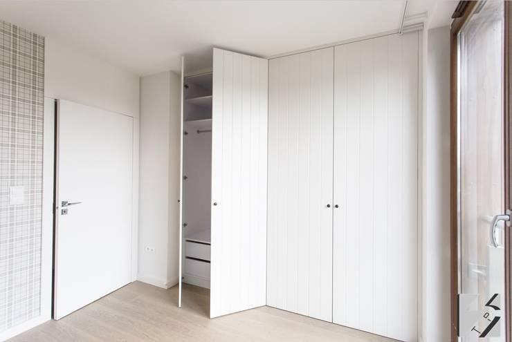 Vestidores y closets de estilo moderno por 3TOP