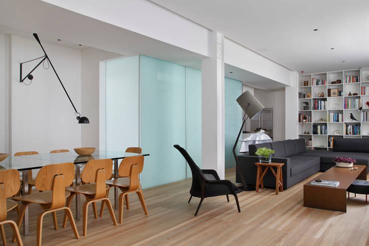 Apartamento Ipanema: Salas de jantar  por andre piva arquitetura,Moderno