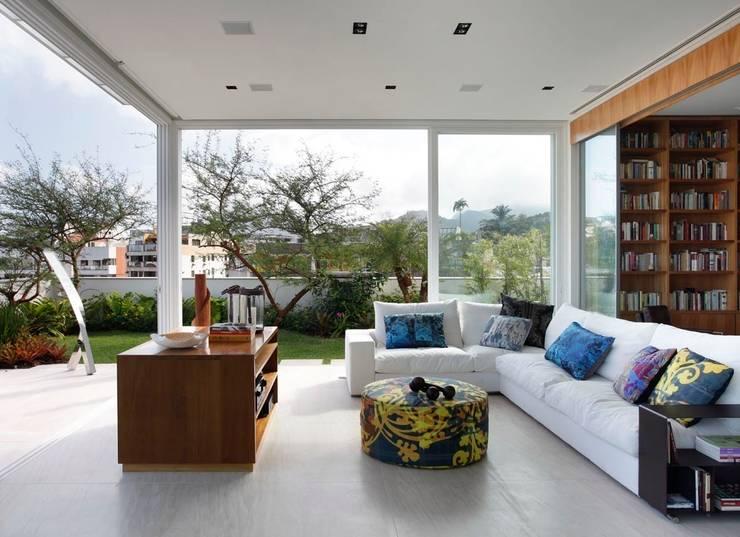 Cobertura Jardim Botanico: Salas de estar  por andre piva arquitetura