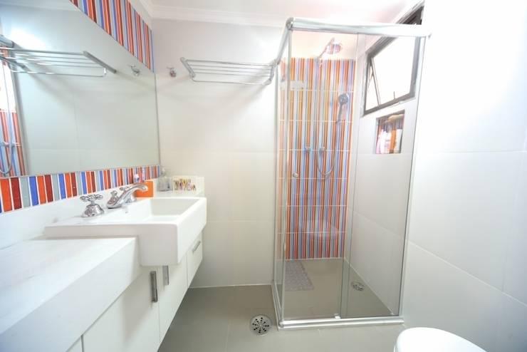 Banheiro suíte: Banheiros  por Item 6 Arquitetura e Paisagismo,