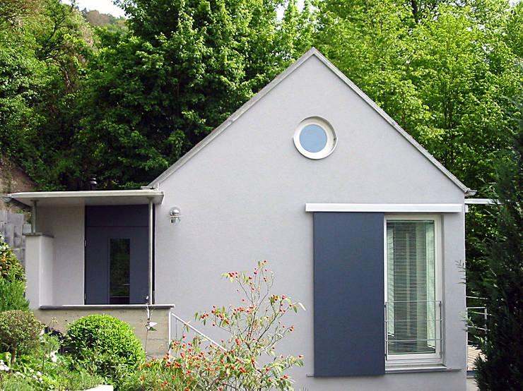 Ansicht von Süden: moderne Häuser von Matthias Bruder, Architekt