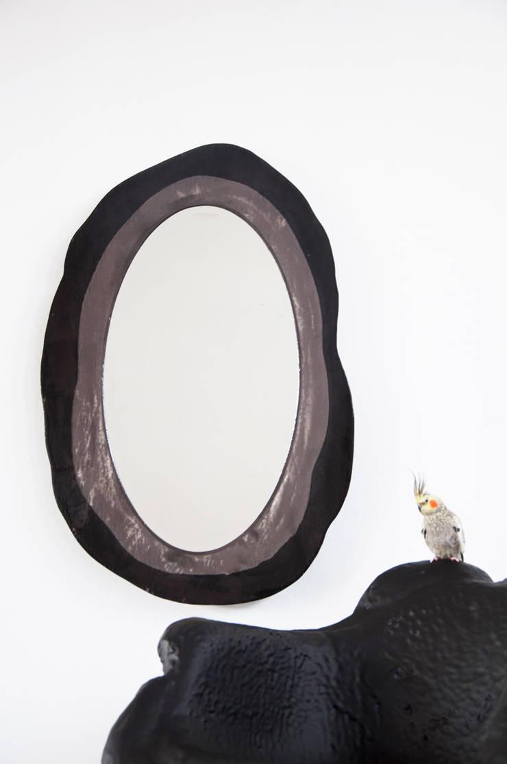 Preserved Casting Mirror:  Woonkamer door HandMade Industrials