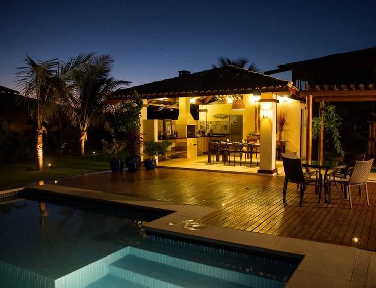 Área de Lazer: Piscinas tropicais por Jamile Lima Arquitetura