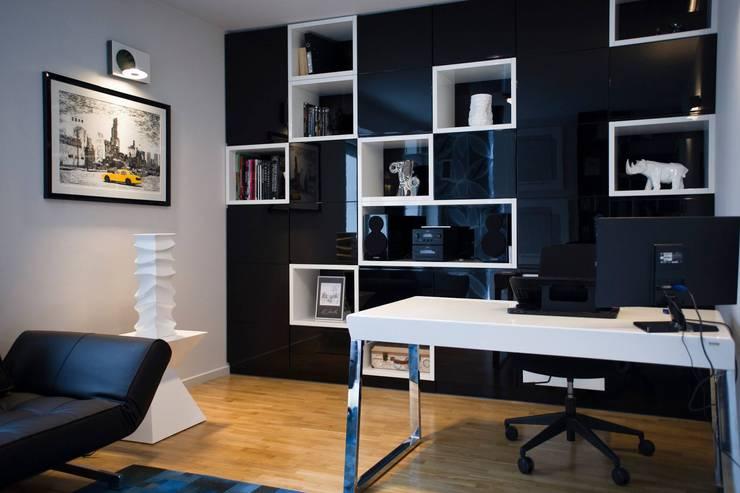Gabinet domowy: styl , w kategorii Domowe biuro i gabinet zaprojektowany przez Projektowanie Wnętrz Suspenzo,Nowoczesny