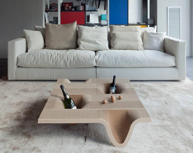 Tavolino TUCANO: Soggiorno in stile in stile Moderno di DUNAdesign